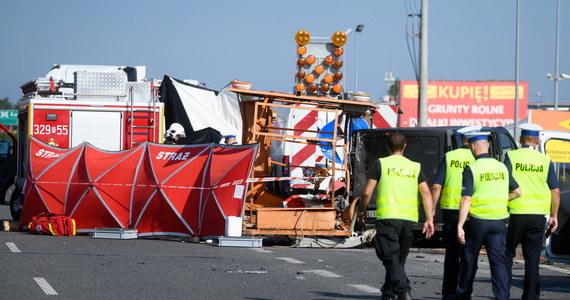 Dwie osoby zginęły w wypadku na trasie S11 między Środą Wielkopolską a Kórnikiem. To pracownicy służby drogowej, którzy prowadzili prace związane z planowanym remontem.