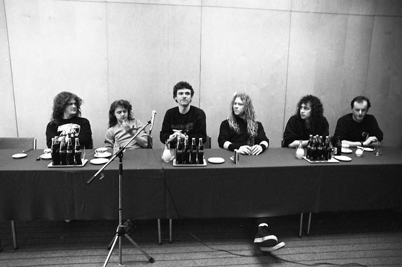 """24 września odbędzie się premiera wyjątkowej książki """"Metallica Poland 1987. Behind the Iron Curtain"""" opisującej wizytę legendarnej grupy Metallica w Katowicach w 1987 r. Tymczasem na stronach Interii możecie już zobaczyć kilka niepublikowanych wcześniej zdjęć autorstwa Macieja Głowaczewskiego."""