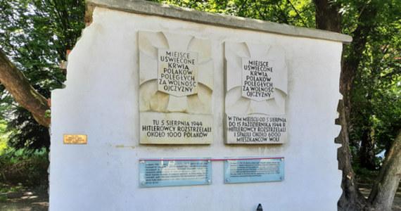 1 sierpnia dziennikarze RMF FM razem z harcerzami ze Związku Harcerstwa Polskiego ustawią znicze przy wszystkich miejskich tablicach upamiętniających śmierć Polaków w trakcie Powstania Warszawskiego. Przez cały dzień w Faktach RMF FM reporterzy opowiadać będą o stołecznych tablicach i wydarzeniach z nimi związanych.