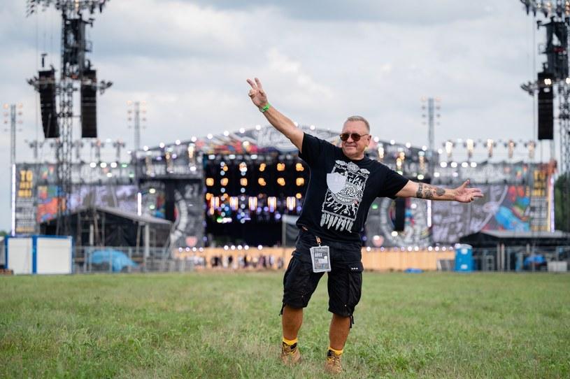 Pol'and'Rock Festival 2021 został oficjalnie rozpoczęty. Tradycyjnie już o godzinie 15 Jurek Owsiak przywitał festiwalowiczów z Dużej Sceny.
