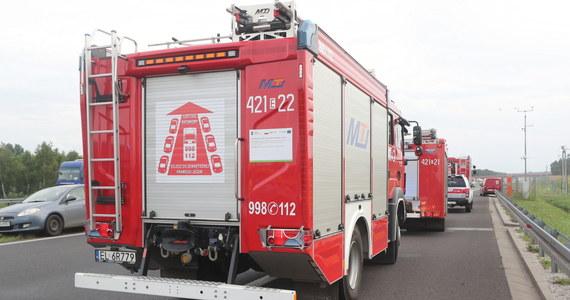 32 zastępy straży opanowały pożar pól i lasu niedaleko miejscowości Samborsko (pow. złotowski, woj. wielkopolskie). W akcji strażaków wspomaga samolot gaśniczy. W wyniku pożaru, który wybuchł w czwartek po południu, spłonęło około 80 ha zboża na pniu oraz ścierniska.