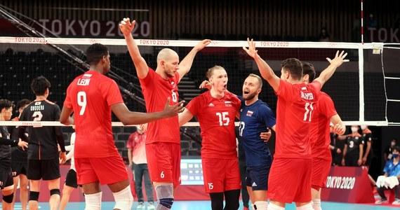Siatkówka na igrzyskach olimpijskich w Tokio. Reprezentacja Polski wygrała z Japonią 3:0 i zapewniła sobie awans do ćwierćfinału turnieju olimpijskiego. Biało-czerwoni są liderami grupy A. Ostatni mecz tej fazy rozgrywek rozegrają w niedzielę z Kanadą.