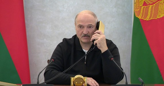 """""""Wolność słowa na Białorusi przerodziła się w ekstremizm"""" - ocenił prezydent Białorusi Alaksandr Łukaszenka. Powiedział, że wzrost liczby organizacji pozarządowych to """"wskaźnik kolorowych rewolucji"""", i że w razie potrzeby rozmieści na Białorusi rosyjskie wojska."""