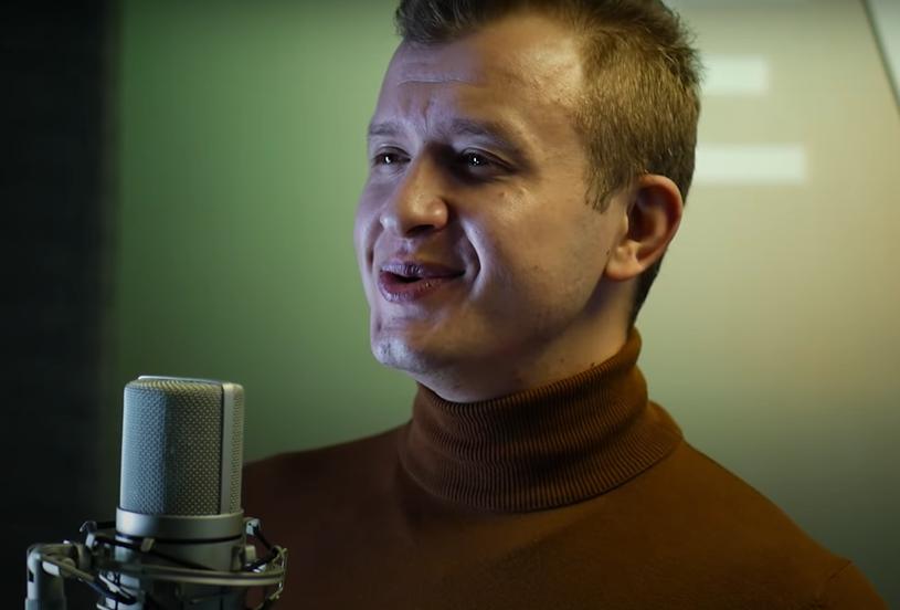 """Znany z występów w grupie Piękni i Młodzi wokalista Dawid Narożny przygotowuje się do drugiego ślubu. Ma być to uroczystość """"jak z bajki"""". Kim jest wybranka jego serca?"""