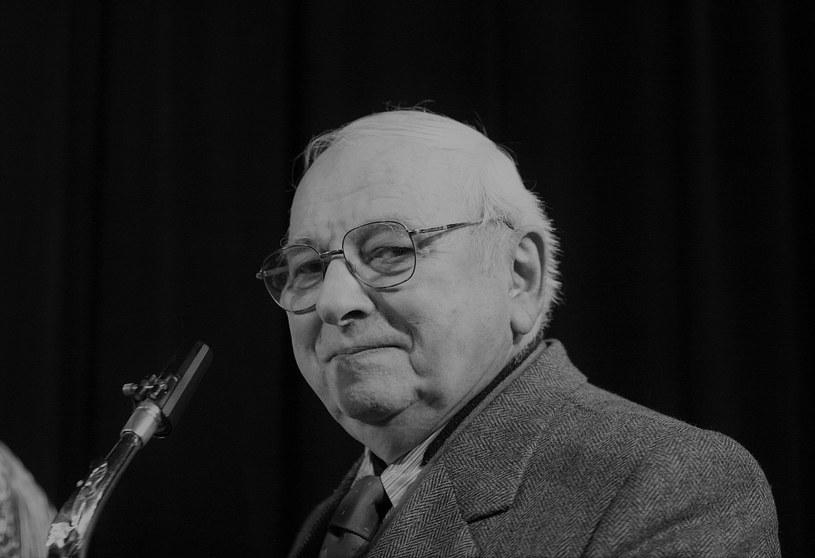 """Jerzy """"Duduś"""" Matuszkiewicz był jednym z najważniejszych muzyków na polskiej scenie jazzowej. Twórca historii jazzu, kompozytor kultowych filmowych ścieżek dźwiękowych, odszedł w sobotnie południe 31 lipca 2021 r. Miał 93 lata."""