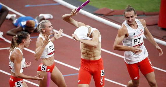 """""""Jak Kajtek dobiegł, wszyscy krzyczeliśmy. (…) Mam zdarte gardło"""" – cieszyła się Natalia Kaczmarek po zdobyciu przez polską sztafetę mieszaną 4x400 m złotego medalu igrzysk olimpijskich w Tokio. Justyna Święty-Ersetic podkreślała, że medal jest sukcesem nie tylko czwórki, która pobiegła w finale – byli to Karol Zalewski, Kaczmarek, Święty-Ersetic i Kajetan Duszyński – ale również trojga zawodników, którzy startowali w eliminacjach: Igi Baumgart-Witan, Małgorzaty Hołub-Kowalik i Dariusza Kowaluka. """"Jest to cos rewelacyjnego! (...) Miejmy nadzieję, że rozwiązaliśmy ten lekkoatletyczny worek i medale będą teraz same do niego wpadały"""" – podkreślała."""
