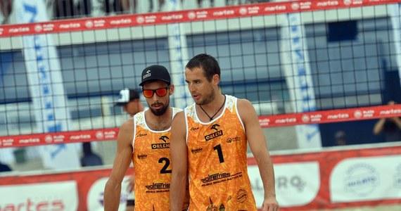 Piotr Kantor i Bartosz Łosiak żegnają się z igrzyskami olimpijskimi w Tokio: w meczu barażowym o awans do 1/8 finału turnieju siatkarzy plażowych Polacy przegrali z Hiszpanami Pablo Herrerą i Adrianem Gavirą 1:2 (29:31, 21:19, 7:15).