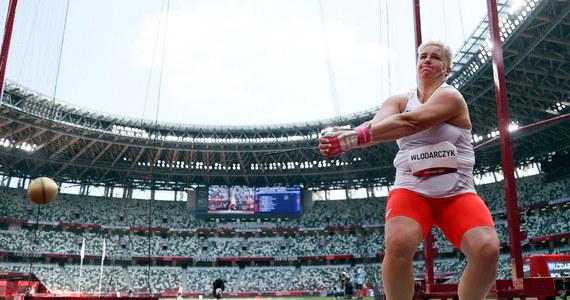 Karol Zalewski, Natalia Kaczmarek, Justyna Święty-Ersetic i Kajetan Duszyński odebrali na Stadionie Olimpijskim w Tokio złote medale za triumf w sztafecie mieszanej 4x400 metrów. Po raz pierwszy w tych igrzyskach rozbrzmiał Mazurek Dąbrowskiego. Polscy siatkarze pokonali Kanadę 3:0 (25:15, 25:21, 26:16) i zajęli pierwsze miejsce w grupie A turnieju olimpijskiego. Było to czwarte zwycięstwo w pięciu meczach podopiecznych Vitala Heynena, którzy w ćwierćfinale zmierzą się z czwartym zespołem grupy B. 40 stopni Celsjusza wskazywał termometr ustawiony 50 metrów od linii mety na Stadionie Olimpijskim w Tokio przed południem w niedzielę, najcieplejszym dotychczas dniu igrzysk. Przy wilgotności na poziomie 60 procent to właśnie pogoda była największym rywalem sportowców. Zmagania Polaków śledziliśmy na bieżąco na RMF24: zobaczcie naszą relację!