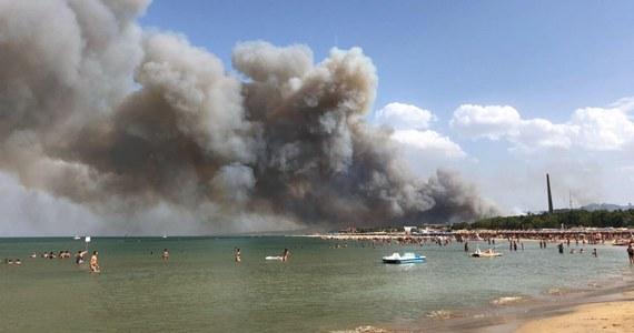 Gigantyczne pożary szaleją w rejonie włoskiego miasta Pescara nad Adriatykiem: żywioł ogarnął tamtejsze domy i plaże. Wiadomo, że są ranni, dokładna ich liczba nie jest jednak na razie znana. Władze regionu Abruzja zaapelowały do rządu w Rzymie o przysłanie dodatkowych sił ratowników i sprzętu.
