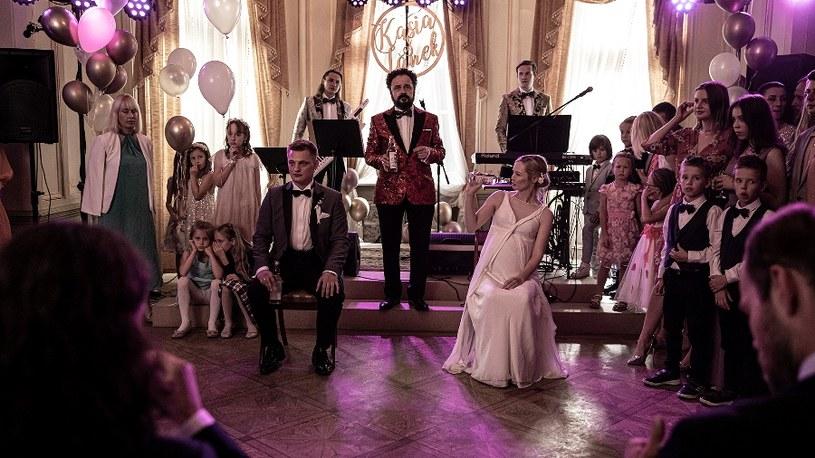 """Najhuczniejsza impreza tego roku? Twórca """"Kleru"""" powraca z nowym filmem. """"Wesele"""" Wojciecha Smarzowskiego w kinach od 8 października."""