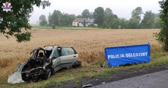 Dwie osoby nie żyją, a dziewięć zostało przetransportowanych do szpitala po wypadku, do którego doszło rano między Piaskami a Chełmem. W pobliżu miejscowości Bezek Kolonia zderzyły się trzy pojazdy: ciężarówka, bus i auto osobowe.