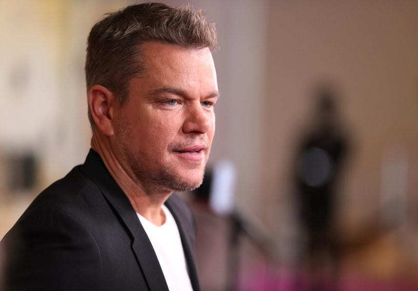 Matt Damon długo nie zdawał sobie sprawy, jak irytujące dla jego dzieci są niektóre ze zwrotów, których używał. W niedawnym wywiadzie przyznał, że posługiwał się pewnym homofobicznym słowem, które wywołało oburzenie jego córki.