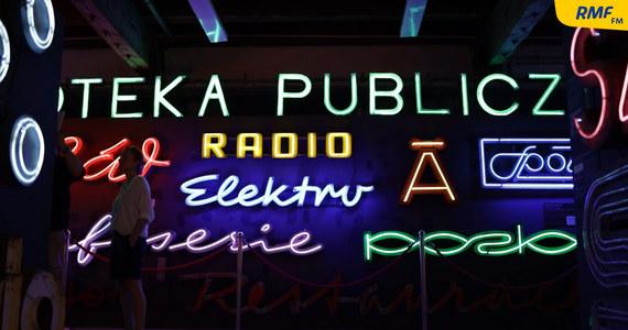 Reklamy świetlne z lat 50., 60. i 70. ubiegłego wieku można oglądać w Muzeum Neonów w Warszawie. Gromadzone są tutaj oryginalne neony, przed laty święcące na fasadach budynków. Miały zmieniać miejskie ulice na wzór tych paryskich czy londyńskich.