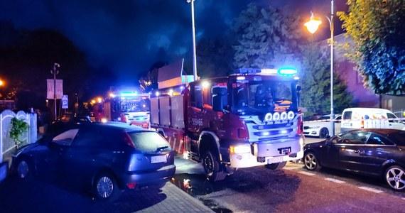 Zwęglone zwłoki mężczyzny znaleziono po ugaszeniu pożaru przyczepy kempingowej przy ul. Spokojnej we Władysławowie. Okoliczności i dokładne przyczyny tego tragicznego zdarzenia wyjaśnia pomorska policja. Zgłoszenie w tej sprawie strażacy otrzymali około godziny 3.