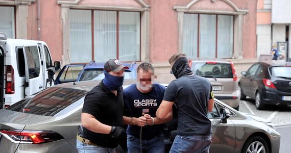 Bardzo rozległe, wielonarządowe obrażenia były przyczyną śmierci 19-latki, która zginęła w sobotę pod kołami autobusu komunikacji miejskiej w Katowicach - wynika z sekcji zwłok. Kierowca autobusu został w niedzielę aresztowany pod zarzutem zabójstwa.