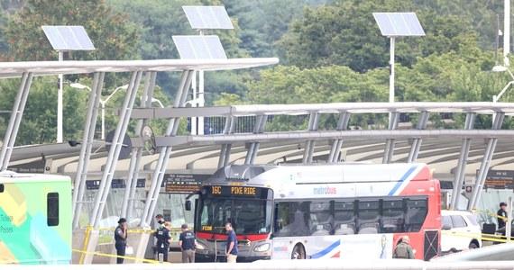 Funkcjonariusz policji został dźgnięty nożem przez nieznanego sprawcę na przystanku autobusowym w pobliżu Pentagonu - poinformował Departament Obrony USA. Agencja AP donosi, że policjant nie żyje.