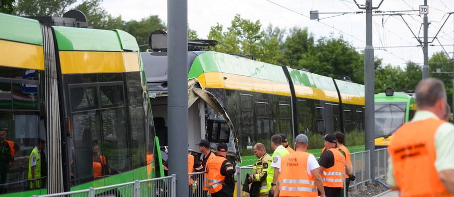 31 osób ucierpiało w zderzeniu dwóch tramwajów na rondzie Starołęka w Poznaniu. Kilka z nich jest ciężko rannych. Ratownicy musieli uwolnić motorniczego zakleszczonego w jednym ze składów.