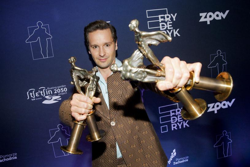 Podczas gali rozdania Fryderyków, najważniejszych nagród polskiego przemysłu muzycznego, nie zabrakło również akcentów pozamuzycznych. Furorę na scenie zrobił przede wszystkim Krzysztof Zalewski, który zgarnął statuetki w czterech kategoriach.