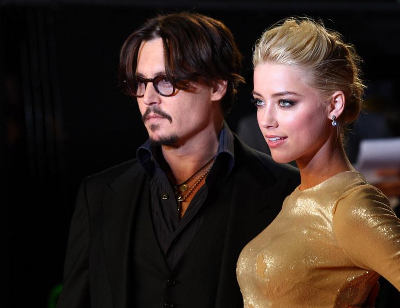 Ciągle pojawiają się nowe rewelacje dotyczące małżeństwa Johnny'ego i Amber Heard. Choć para rozwiodła się kilka lat temu, batalia sądowa wciąż trwa. Wzajemne oskarżenia o przemoc domową, kolejne kłamstwa wychodzące na jaw. Właśnie po raz pierwszy to Johnny Depp zatriumfował w sądzie.
