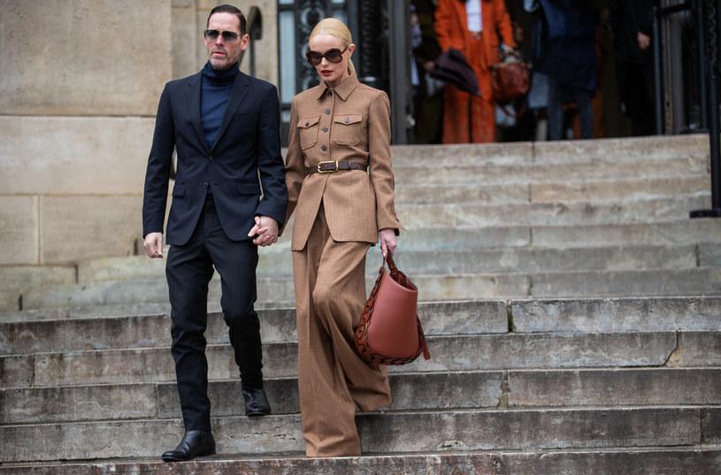 Aktorka Kate Bosworth ogłosiła w najnowszym poście na Instagramie, że jej małżeństwo z reżyserem Michaelem Polishem po ośmiu latach się skończyło i że oboje postanowili iść własnymi drogami. Zrobiła to w bardzo nietypowy sposób, bo informując świat o rozwodzie, równocześnie wyznała mężowi wieczną miłość.