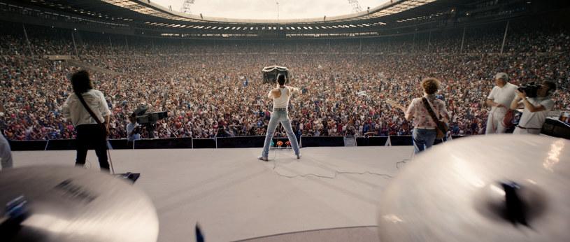 """Nie dalej niż w maju zeszłego roku Brian May traktował pomysł sequela """"Bohemian Rhapsody"""" jak rojenia głupców. Takie samo zdanie miał obecny wokalista zespołu Queen Adam Lambert, argumentując, że jego zdaniem nie ma to najmniejszego sensu.  Wiele jednak wskazuje na to, że zdanie Adama Lamberta nikogo nie interesuje. Wczoraj Brian May potwierdził bowiem, że prace nad sequelem trwają."""