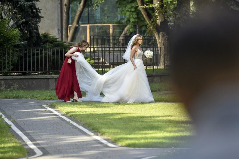 Jednak to nie były plotki! W sobotę jedna z najgorętszych par polskiego show-biznesu stanęła na ślubnym kobiercu. Joanna Opozda i Antoni Królikowski wzięli ślub w kościele św. Wojciecha w Warszawie.