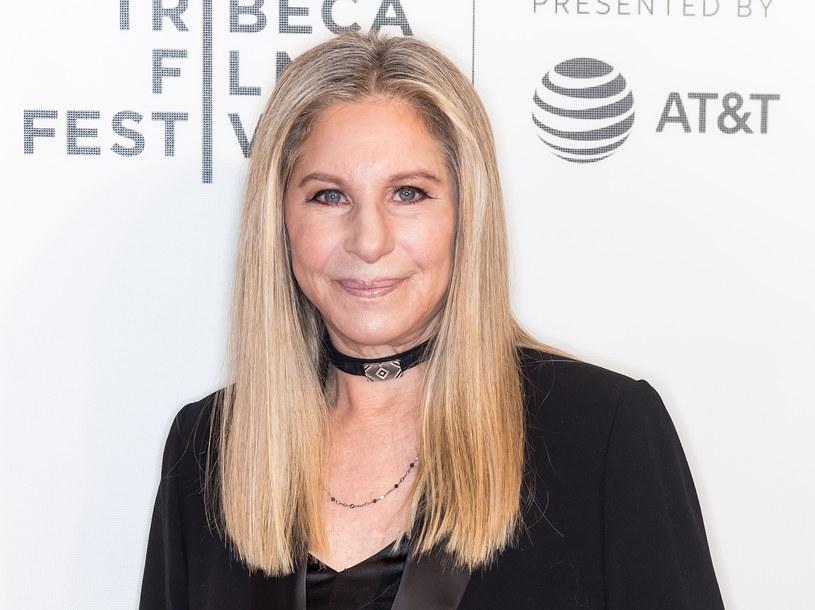 """79-letnia Barbra Streisand ani myśli iść na muzyczną emeryturę. Wręcz przeciwnie, promuje swój nowy album. Przy okazji udzielania wywiadu serwisowi """"Variety"""", daje się poznać jako niekoniecznie stateczna diva w słusznym wieku. Jak się bowiem okazuje, nie jest jej obce palenie marihuany."""
