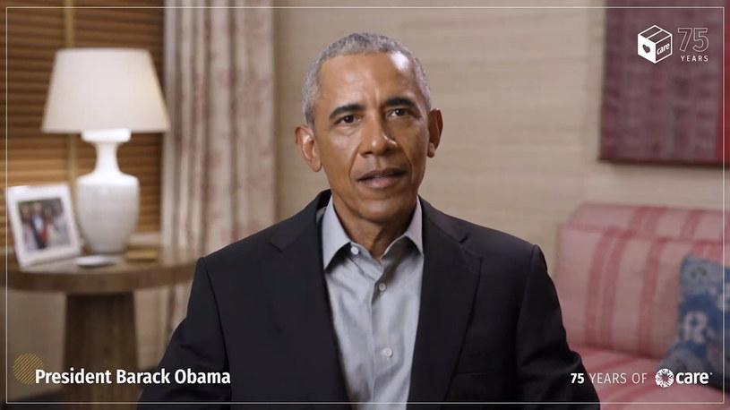 """""""Kameralne"""" przyjęcie na 200 osób - tak wyglądała urodzinowa impreza Baracka Obamy. Kto przyszedł świętować 60. urodziny byłego prezydenta Stanów Zjednoczonych?"""
