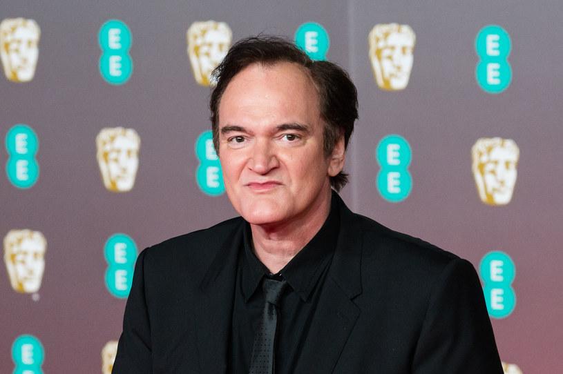 Quentin Tarantino osiągnął niebywały sukces w świecie filmu. Nie przyszedł mu on jednak łatwo - latami pisał scenariusze do szuflady. Jego upór nie tylko zapewnił mu sukces, ale także sprawił, że teraz słynny reżyser nie wspiera finansowo swojej matki Connie Zastoupil. Gdy kwestionowała jego talent, obiecał jej, że nigdy nie dostanie od niego grosza z pieniędzy, które zarobi, gdy odniesie sukces. I tego przyrzeczenia się trzyma do dziś.