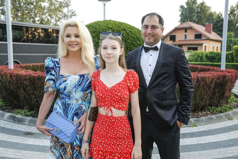 """Idalia Orman-Borucka jest oczkiem w głowie znanej mamy i wszystko wskazuje na to, że również zrobi wielką karierę w branży artystycznej. 13-latka śpiewa od najmłodszych lat, wygrywa zagraniczne konkursy wokalne i właśnie z muzyką chce związać swoją przyszłość. Córka Aldony Orman (w """"Klanie"""" gra Barbarę Milecką) jest teraz pod opieką wytwórni Magic Records i najlepszych polskich producentów, a do sieci trafił jej pierwszy autorski singel zatytułowany """"Słońce"""", który natychmiast stał się przebojem tego lata."""