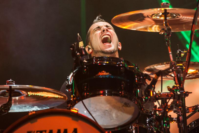 Pete Parada poinformował ostatnio, że został wyrzucony z zespołu The Offspring. Wiadomo już, kto go zastąpił.