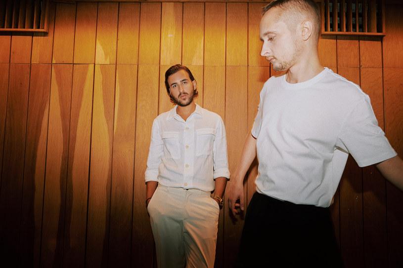 """Po sześciu latach duet Bass Astral x Igo ogłasza zakończenie działalności. Jesienią bieżącego roku zagrają ostatnią trasę koncertową Bass Astral x Igo Ensemble: """"Last Dance""""."""