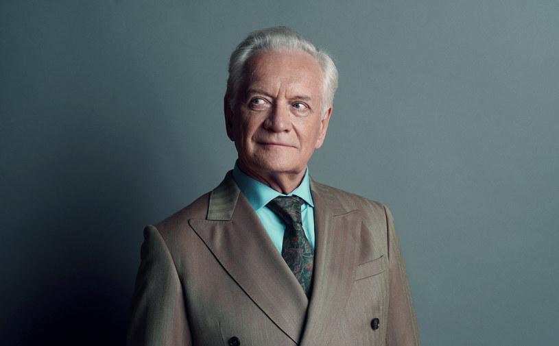 """Andrzej Seweryn zagra podwójną rolę w nowej polskiej produkcji Netflixa """"Królowa"""". Zdjęcia do miniserialu rozpoczęły się w pierwszej połowie sierpnia."""