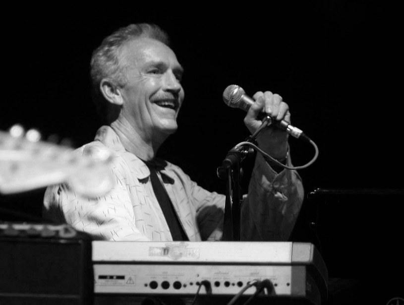 W wieku 76 lat zmarł grający na instrumentach klawiszowych ceniony muzyk sesyjny i wokalista Mike Finnigan, mający na koncie współpracę z m.in. Jimim Hendrixem, Joe Cockerem, Cher i Rodem Stewartem. Przyczyną śmierci był rak nerki.