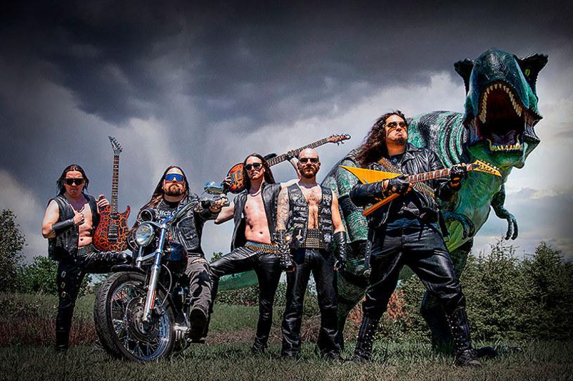 Kanadyjska formacja Ültra Raptör szykuje się do premiery pierwszej płyty.