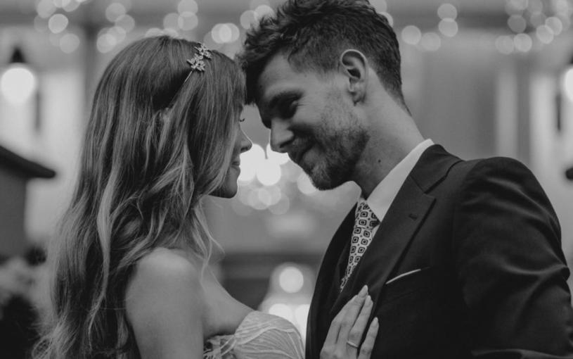 Joanna Opozda i Antoni Królikowski wzięli ślub 7 sierpnia tego roku. Na ich profilach społecznościowych pojawiły się właśnie wcześniej niepublikowane zdjęcia z wesela.