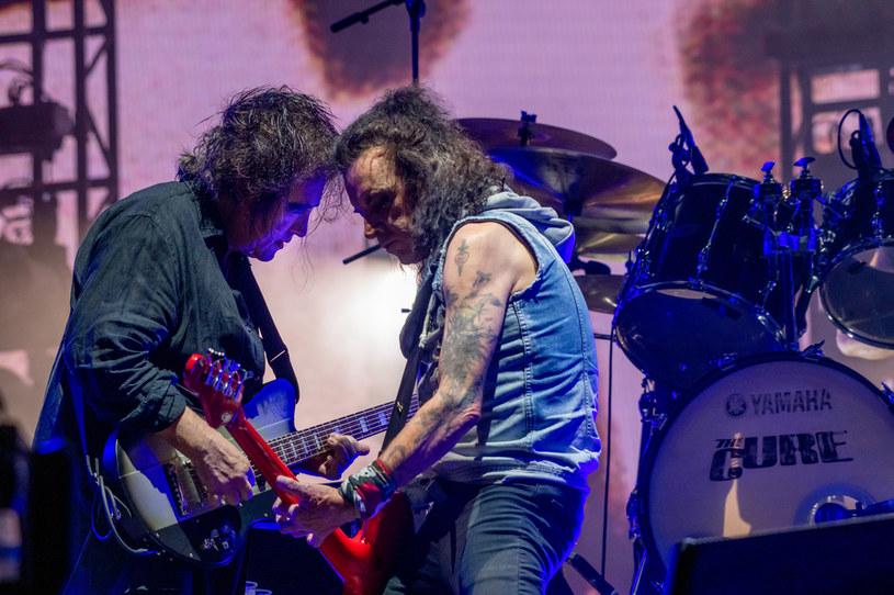 """Wieloletni basista The Cure, Simon Gallup, ogłosił, że odchodzi z zespołu po ponad 40 latach. """"Z nieco ciężkim sercem muszę ogłosić, że nie jestem już członkiem The Cure! Powodzenia dla nich wszystkich..."""" - poinformował na Facebooku muzyk. W jednym z komentarzy dodał, że ma """"dość zdrad""""."""