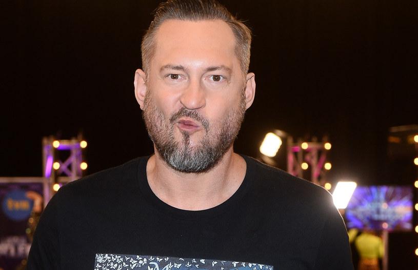"""""""Janek Kliment jako juror wniósł do 'Mam talent!' dużo świeżości. Jest człowiekiem nieobliczalnym, a jego łamana polszczyzna czasami brzmi kontrowersyjnie"""" - mówi Marcin Prokop, jeden z gospodarzy programu TVN."""