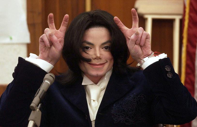 """Medium Kathleen Roberts udzieliła wywiadu gazecie """"Daily Star"""", w którym oświadczyła, że jest w związku małżeńskim z duchem Michaela Jacksona. Kobieta opowiedziała o szczegółach jej nowej relacji."""
