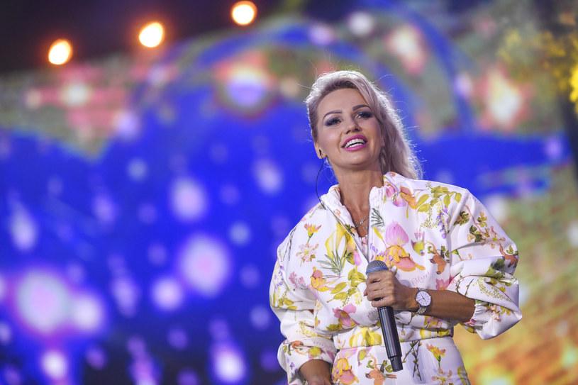 Stojąca na czele discopolowej grupy Exaited wokalistka Agnieszka Drewnicka przeżyła chwilę grozy - po upadku ze schodów doznała poważnego urazu kręgosłupa. Jak się teraz czuje?