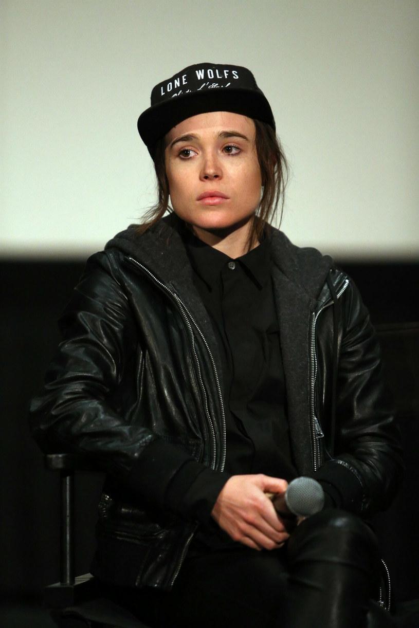 Popularny aktor urodził się w 1987 roku jako Ellen Page. Dopiero wiele lat później, bo w 2020 roku, oznajmił, że jest osobą transpłciową. Podczas tegorocznego festiwalu filmowego LGBTQ Outfest, aktor został uhonorowany specjalną nagrodą Achievement Award. W trakcie odbierania nagrody podczas ceremonii zamknięcia festiwalu, która odbyła się w Los Angeles, Page opowiedział o trudnościach, z jakimi wiązało się jego dorastanie. Odbierał nagrodę wirtualnie z Toronto, gdzie aktualnie kręci zdjęcia do nowego filmu.