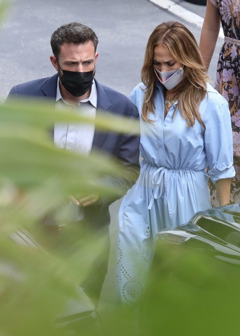 Wiele wskazuje na to, że popularny aktor szykuje się do tego, by po latach znów oświadczyć się Jennifer Lopez? Świadczy o tym fakt, że paparazzi przyłapali go, jak w salonie jubilerskim Tiffany & Co. oglądał pierścionki zaręczynowe.
