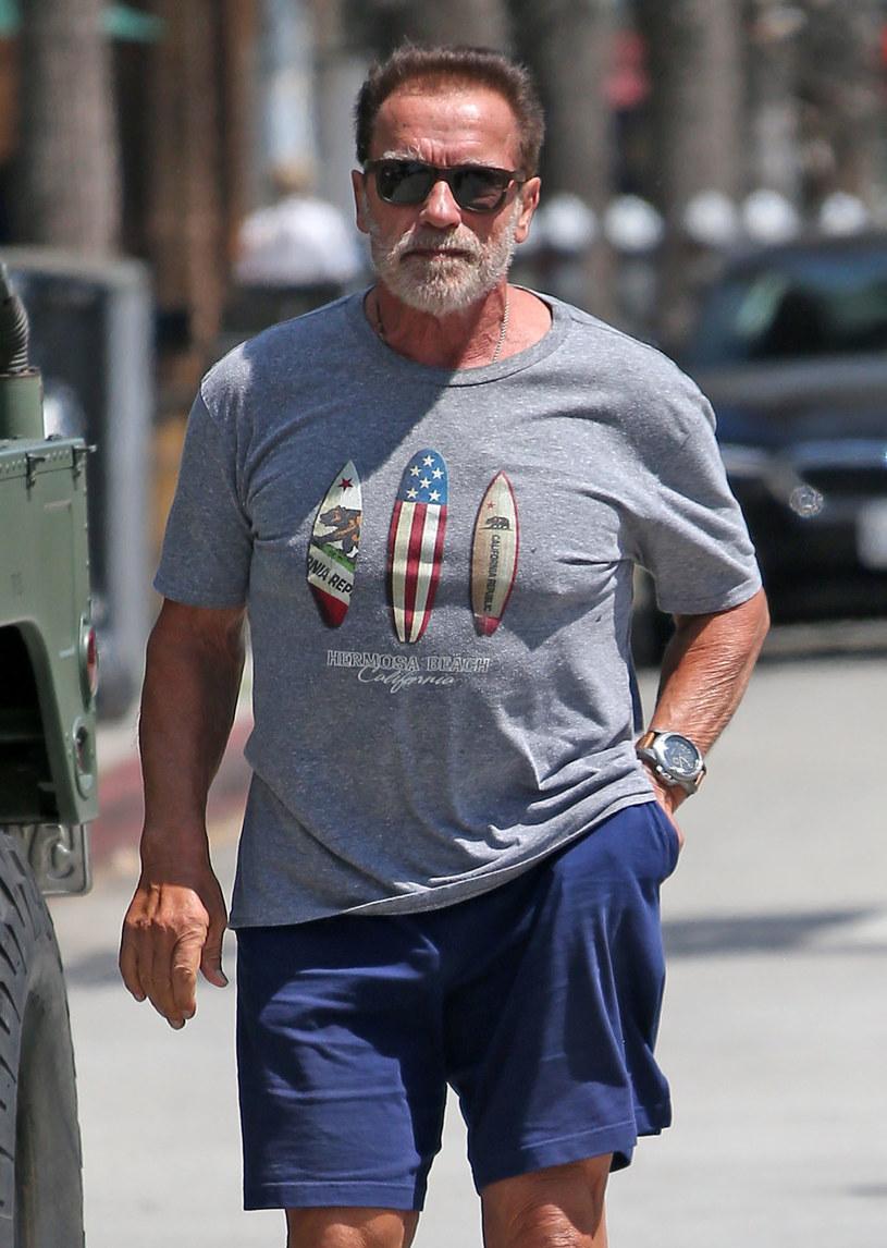 """Słynny aktor od wielu lat organizuje prestiżowe zawody kulturystyczne Arnold Classic. Ale przyszłoroczna edycja tej imprezy może stanąć pod znakiem zapytania – Schwarzenegger stracił właśnie strategicznego sponsora. Oferująca suplementy dla sportowców firma REDCON1 wycofała się z finansowania zawodów. To reakcja na kontrowersyjną wypowiedź gwiazdora, który rodaków odmawiających noszenia maseczek ochronnych nazwał """"gnojkami"""". Zdaniem sponsora te słowa aktora są """"antyamerykańskie"""". """"Zawsze wspieraliśmy wolność wyboru"""" – argumentuje założyciel REDCON1."""
