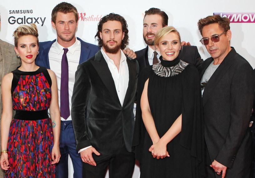 """Pozew, który Scarlett Johansson złożyła przeciwko wytwórni Disneya, stał się jednym z najgorętszych tematów ostatnich tygodni. Aktorka zarzuciła słynnemu studiu naruszenie warunków umowy, na skutek czego miała stracić wiele milionów dolarów. Do grona osób publicznie wspierających Johansson dołączyła właśnie Elizabeth Olsen. """"Podziwiam ją, jest niesamowicie twarda"""" – skomentowała posunięcie koleżanki po fachu gwiazda serialu """"WandaVision""""."""