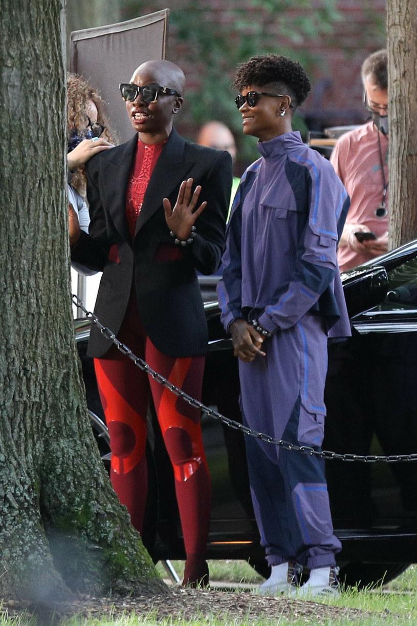 """Trwają zdjęcia do komiksowego filmu """"Black Panther: Wakanda Forever"""", który jest kontynuacją wielkiego kasowego hitu studiów Disneya i Marvela, filmu """"Czarna Pantera"""". Jak informuje portal """"Deadline"""", występująca w filmie Letitia Wright doznała drobnej kontuzji w trakcie kręcenia sceny kaskaderskiej i trafiła do szpitala w Bostonie."""
