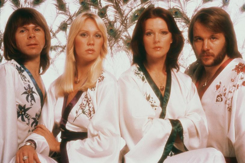 Po 39 latach szwedzka grupa ABBA ma wreszcie powrócić z nowym materiałem muzycznym. Według doniesień brytyjskiej prasy, nowe utwory mają zadebiutować w kolejny piątek (3 września). Ponadto w trasę ruszą ich... hologramy.