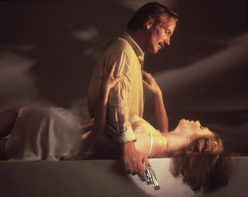 """W sobotę mija dokładnie 40 lat od premiery """"Żaru ciała"""", thrillera erotycznego w reżyserii Lawrence'a Kasdana. Film wzbudził sensację z powodu odważnych scen seksu. Dla jego gwiazd - Williama Hurta i Kathleen Turner - był to początek wielkiej kariery."""