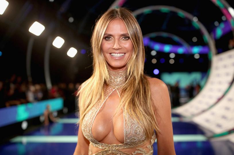 """Sieć podbija nagranie z Heidi Klum z """"Mam talent"""", na którym widać jak jurorka i modelka przez przypadek pokazała publiczności pośladki. Gwiazda skomentowała całą sytuację."""