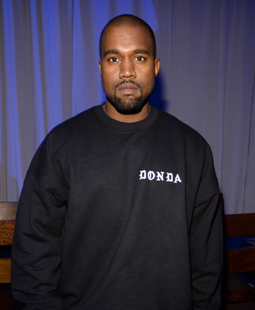"""Wyczekiwany album Kanye Westa """"Donda"""" wylądował w serwisach streamingowych. Trwająca prawie dwie godziny płyta wywoływała kontrowersje nie tylko przez ciągle przekładany termin premiery."""
