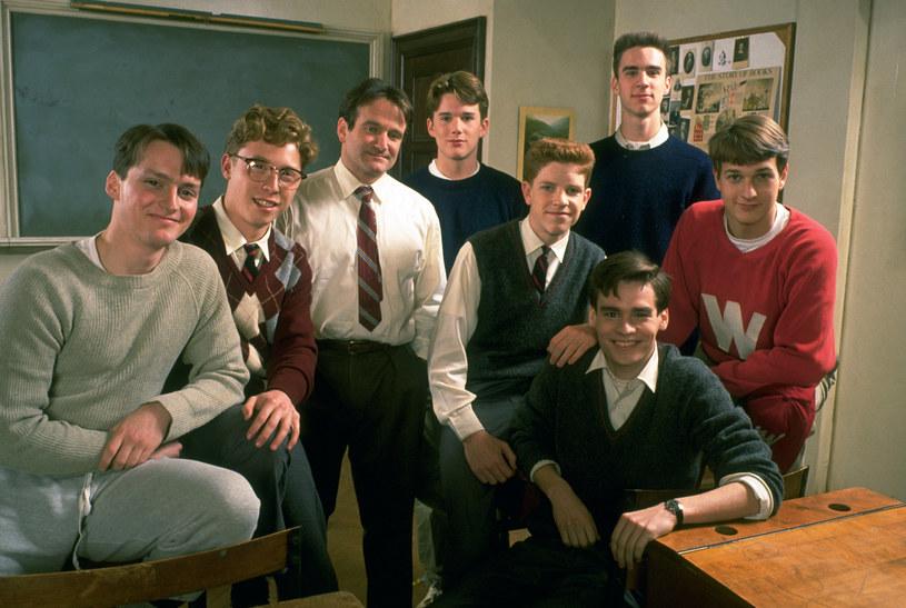 """Jako młody aktor, Ethan Hawke otrzymał szansę zagrania w filmie """"Stowarzyszenie umarłych poetów"""", które przeszło do klasyki kinematografii. Aktor wspomina jednak, że na planie między nim a Robinem Williamsem panowała napięta atmosfera."""
